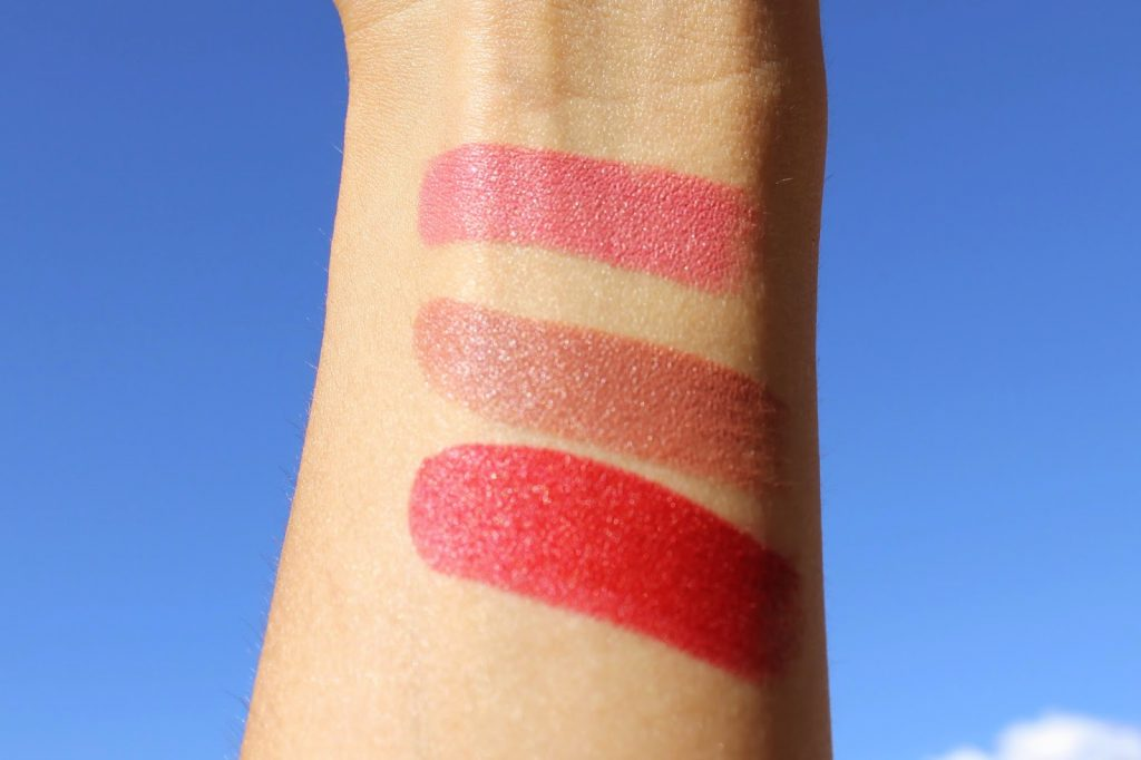 MAC swatches Lipstick Please me velvet teddy russian red