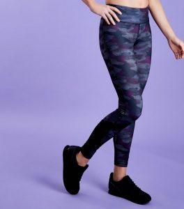legging-de-sport-violet-foncé-à-imprimé-camouflage-