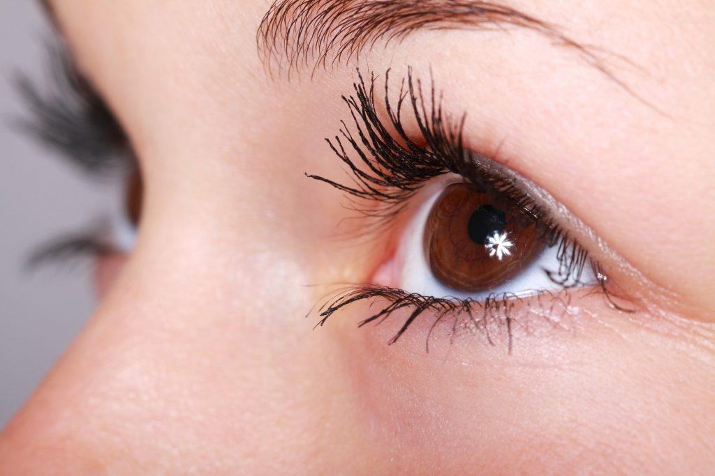 contour des yeux dit conseil cernes poche rides